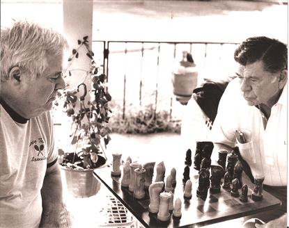 Windom, left, playing chess against Claude Akins.  AnatolyKarpovChessSchool.org